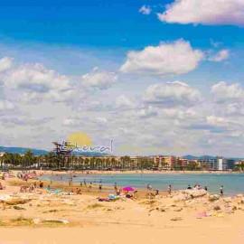 Plage urbaine en La Pineda - Espagne