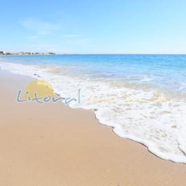 Les eaux transparentes de la plage de L'Arenal