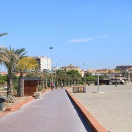 Marcher sur la plage de Hospitalet de L'Infant