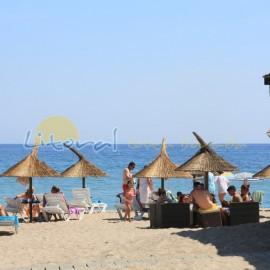 Parapluies sur la plage Cristal